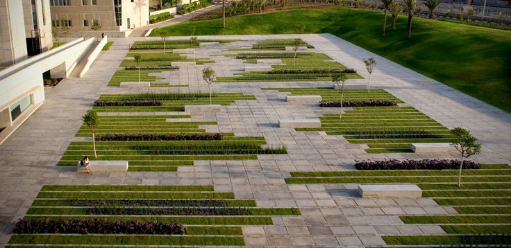 Imagem 3 de 10 da galeria de Praça Deichmann / Chyutin Architects. © Sharon Yeari