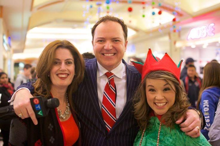 May and Sydney the Elf with Tom Brown - Hillcrest Toy Mountain 2014-12-16, 19-38-33