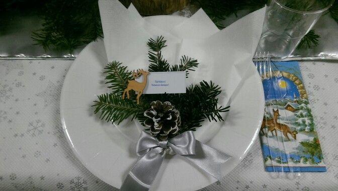 Christmas plate. Deer and pinecones.