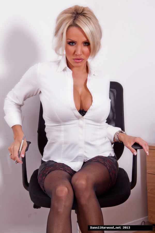 hot milf alexis london escort