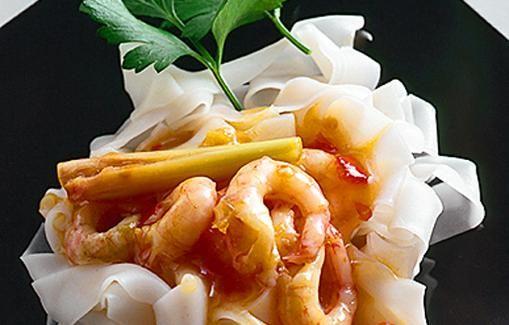 Japanilaiset udonnuudelit valmistetaan merisuolasta ja täysjyvävehnäjauhoista.