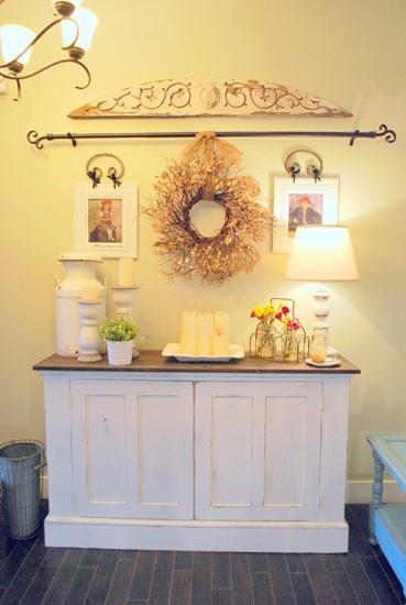 theaura entry table decor