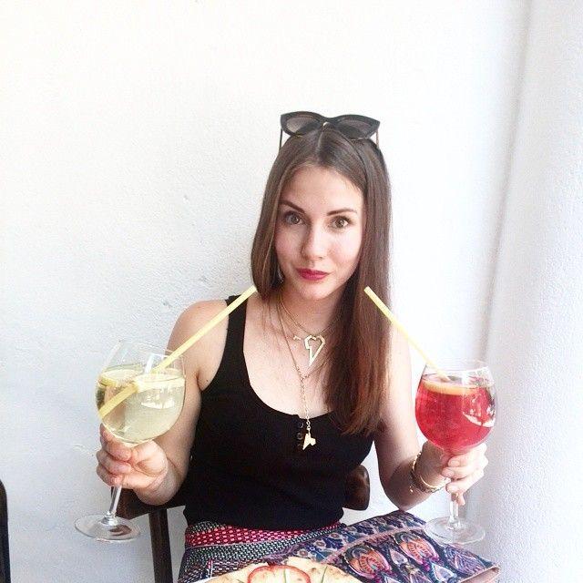 Summer friday:) Szpritz time. Jak tam wasz piatek? Zapraszam do wloskiej restauracji Al Capone na pyszne drinki:) Weekend czas start! #drinktime #aperolszpritz #szpritz #alcapone #restaurantswarsaw #polishgirl #italiangirl #altradeacouture #italianfoodbloggers #summertime #lizatastesmakuje #smile