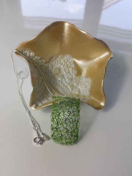 Ketten kurz - Halskette mit selbst gehäkeltem Anhänger - ein Designerstück von uwe-hess bei DaWanda