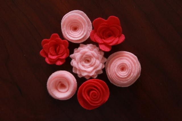 No sew felt flowers: Little Things, Felt Flowers Tutorials, Diy Felt, Bring Smile, Felt Rose, Felt Fun, Hair Bows, Flowers Ideas, Things Bring