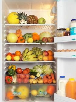 How To Store Fruits and Vegetables So They Won't Rot. So specific!Stores Fruit, Vegetables Fruit, Fruit And Veggies, How To Stores Celery, Eating Healthy, Stores Vegetables In Fridge, Tins Foil, Fresh Fruit, Fruit And Vegetables