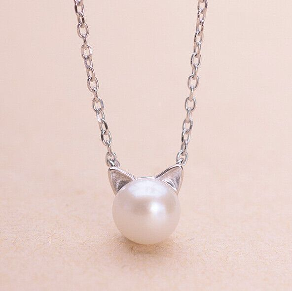 This silver & pearl cat necklace is cute, fun to wear and comes with a matching ring, a bracelet and earrings too! It's are perfect to wear with your favorite outfit and you can also give it as a gift