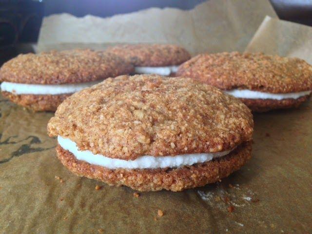 Planks, Love and Guacamole: Paleo N'oatmeal Raisin Whoopie Pies