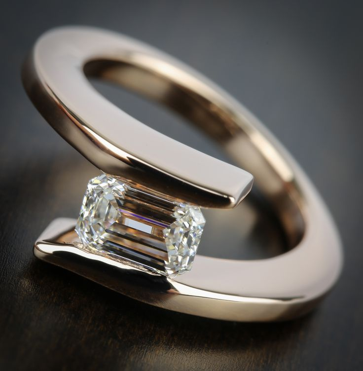 A ravishing rose gold engagement ring that is as unique as your love!