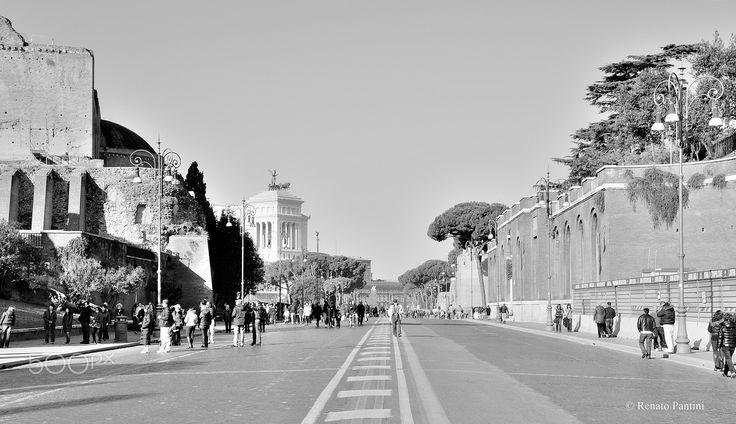 Via dei Fori Imperiali, Roma. - Taken in Rome, Italy. (December 2011)