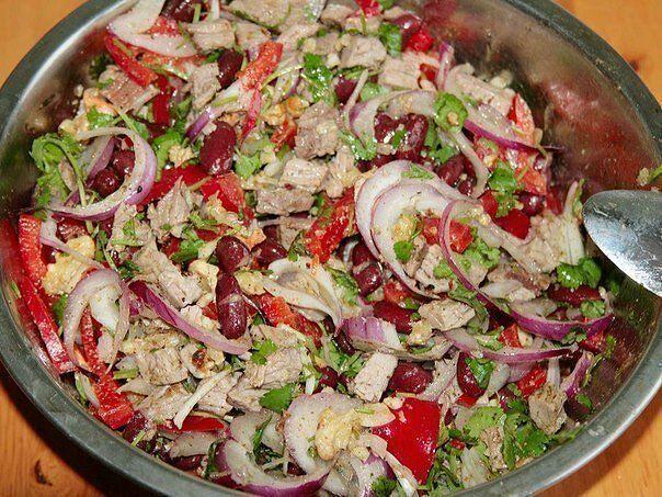 Самые вкусные рецепты: Мясной салат с фасолью