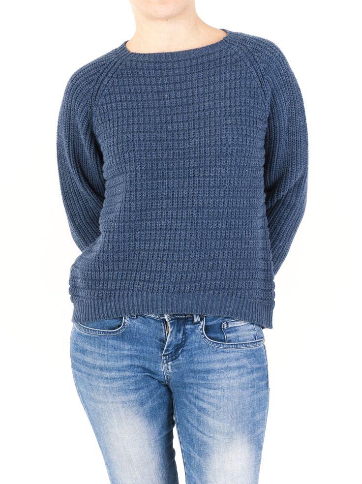 Jersey de mujer con punto canalé y escote redondeado. Tu aliado en la temporada de Invierno 2014. Fácil de combinar y disponible en 6 colores diferentes.