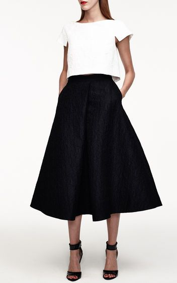 Exactly How to Wear a Crop Top to a Formal Event! So into the flare skirt trend, makes you look instantly classic and fashionable!