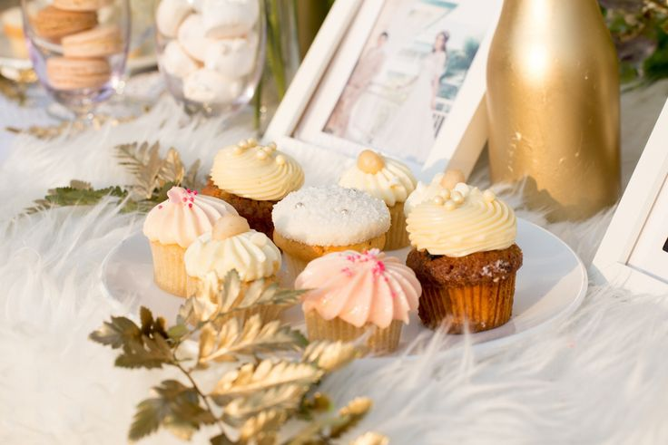 The Oriental Theme for wedding is luxury with gold,white and cream color. We are decorated with pastel desserts as cupcakes at Buddy Garden ,Buddy Oriental Riverside