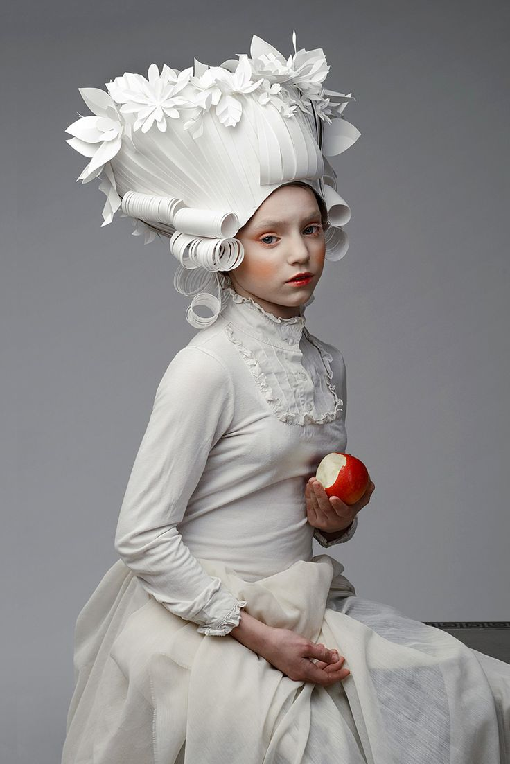 Бумажные парики эпохи барокко Аси Козиной (Интернет-журнал ETODAY)