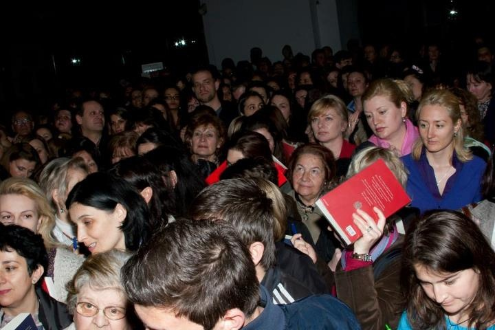 Crowd waiting for the book signing in Bulgaria