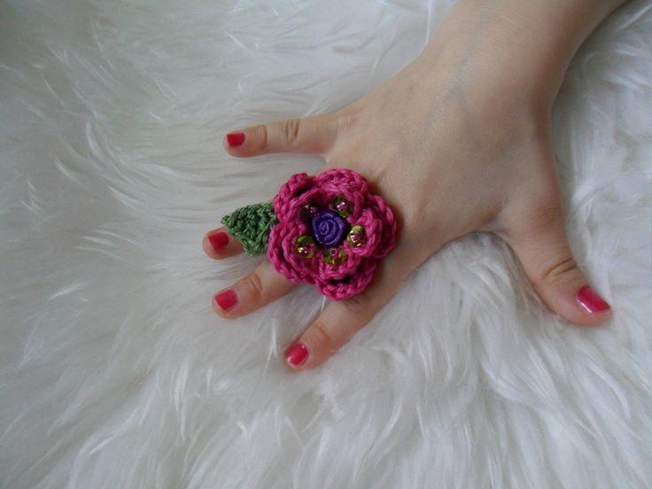 Häkelring+für+Prinzessin+mit+Pailletten,Perlen+von+MuMus+Zauberwerkstatt+auf+DaWanda.com