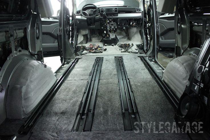 6. Шумоизоляция автомобиля Volkswagen Multivan T6 2015 (New) Второй слой для арок – пористый звукопоглощающий материал Акцент 10 мм. Он обеспечивает локализацию до 90% шумов, а также снижает теплопотери салона в холодное время года. Дополнительная защита от вибраций и звуковых волн – Бипласт 10 мм.