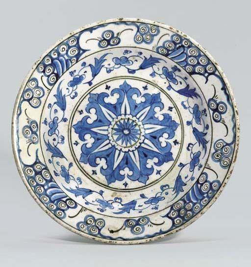 AN IZNIK BLUE, BLACK AND WHITE POTTERY DISH OTTOMAN TURKEY, CIRCA 1580