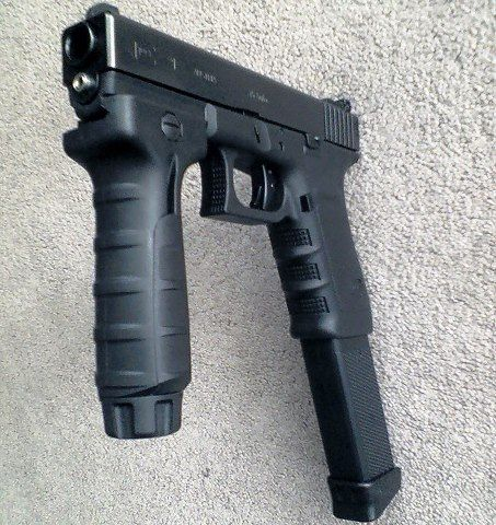 Glock 18 Gen 4 9mm Automatic Machine Pistol w/ fore grip and 30 rd extended… Find our speedloader now! http://www.amazon.com/shops/raeind