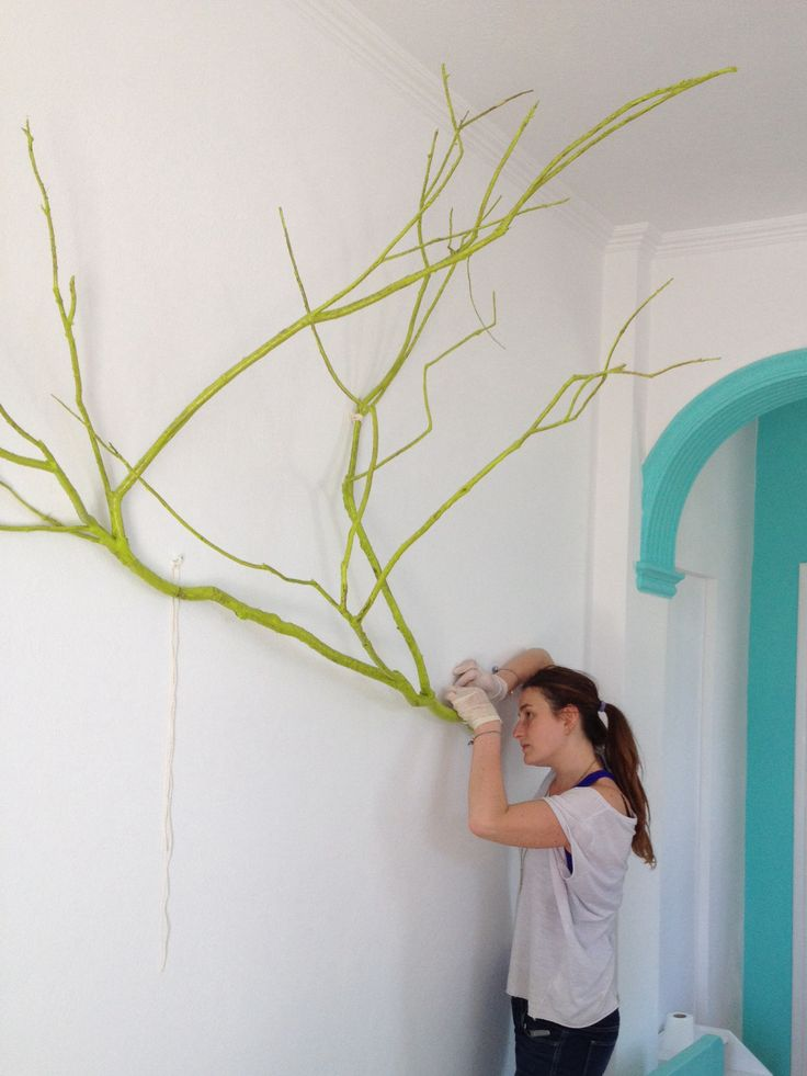 wonderful trees, color them and make them objects of decoration, of course dried branches were found on the beach! (Toilet paper is there because I'm work in progress too)