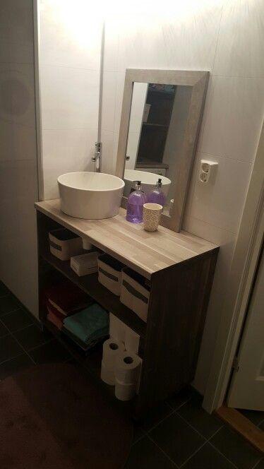 Vask med benk laget av benke plater, hobbyplank str 40 cm malt i panellakk i fargen sjøsand!