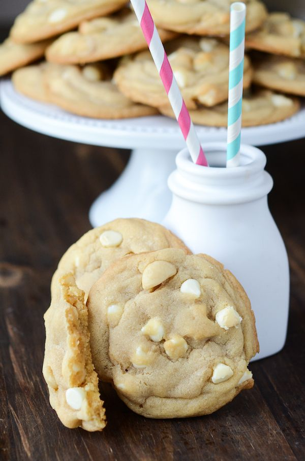 The Best White Chocolate Macadamia Nut Cookies by thenovicechefblog #Cookies #White_Chocolate #Macadamia_Nut