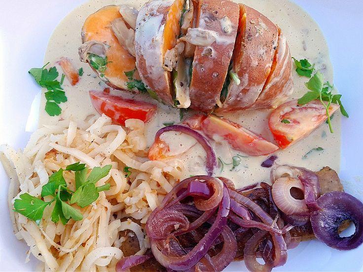 Veganes 4-Gänge-Weihnachtsmenü: Süßkartoffel mit Hafersahne-Senfsoße, Petersilienwurzel und Lupinenfilet mit roten Zwiebeln