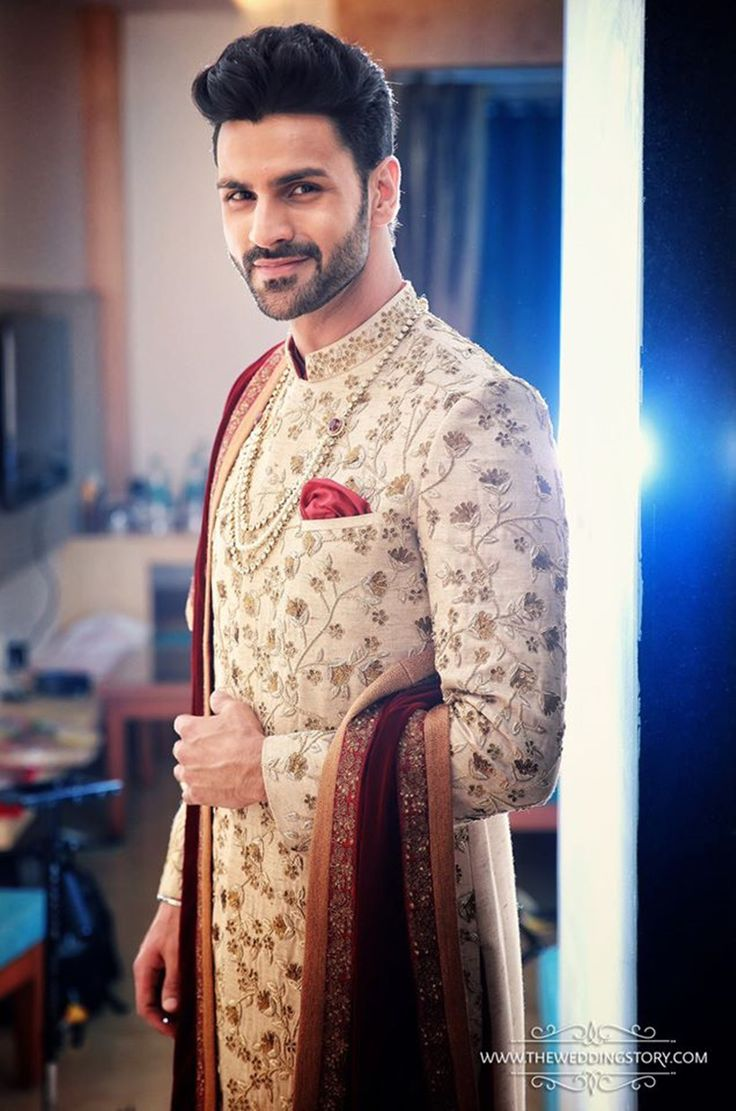 Vivek Dahiya was looking handsome in creamy embroidered sherwani. 9 Jul 2016