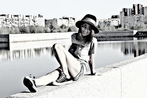 #Hat, #Aviators, #Converse. Follow dolce4dinner.com Bloglovin'