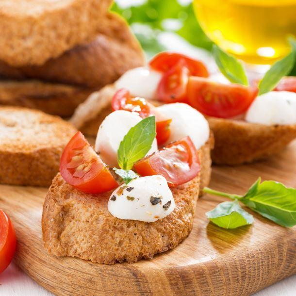 Bruschetta aux tomates cerises, mozzarella et thym
