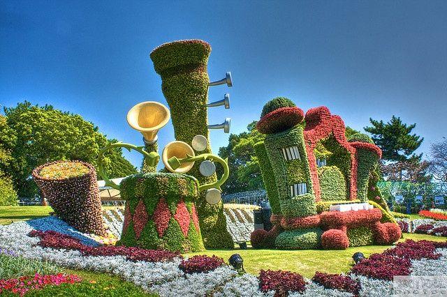 Hamamatsu Flower park in Japan. For more topiary scenes please visit our board on Pinterest: http://www.pinterest.com/greendreamslm/garden-art/