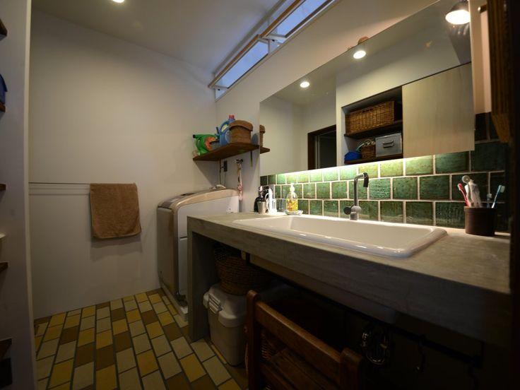 joe porterさんの洗面室の全体の様子『モルタルの洗面台』(1055-2)