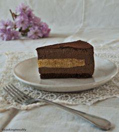 Torta moderna vaniglia e cioccolato: pan di spagna al cioccolato, bavarese alla vaniglia, mousse al cioccolato