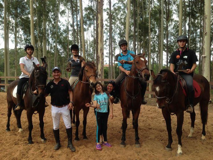 Hipismo: botucatuenses conquistam resultados na ABHIR - No último final de semana, dias 22 e 23, os cavaleiros e amazonas da Hípica Vitoreli participaram COPA ABHIR DE HIPISMO RURAL COMPLETO, válida como etapa final do Campeonato Brasileiro de Hipismo Rural da ABHIR (Associação Brasileira dos Cavaleiros de Hipismo Rural) na cidade de Rio Claro.  A pro - http://acontecebotucatu.com.br/esportes/hipismo-botucatuenses-conquistam-resultados-na-abhir/