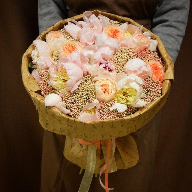 Невероятный....ароматный, нежнейший, волшебный букет с пионовидной розой Дэвида Остина, пионами и озатамнусом... ☺ пока в наличии  спешите, друзья!