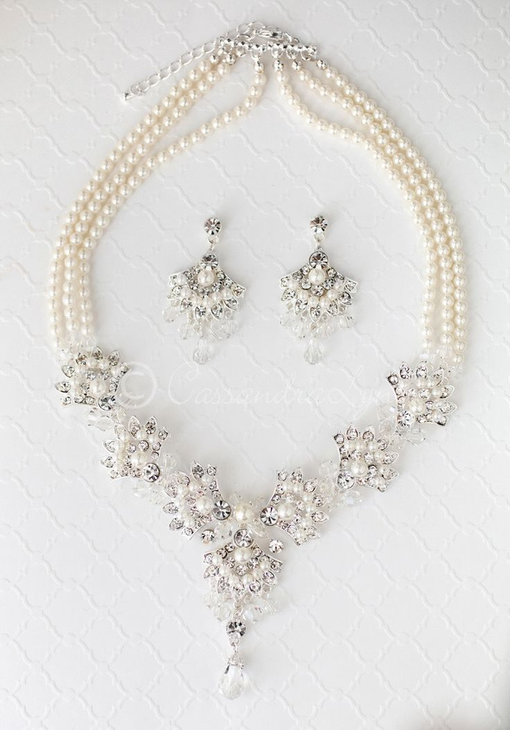 Pearl and Crystal Wedding Necklace Set