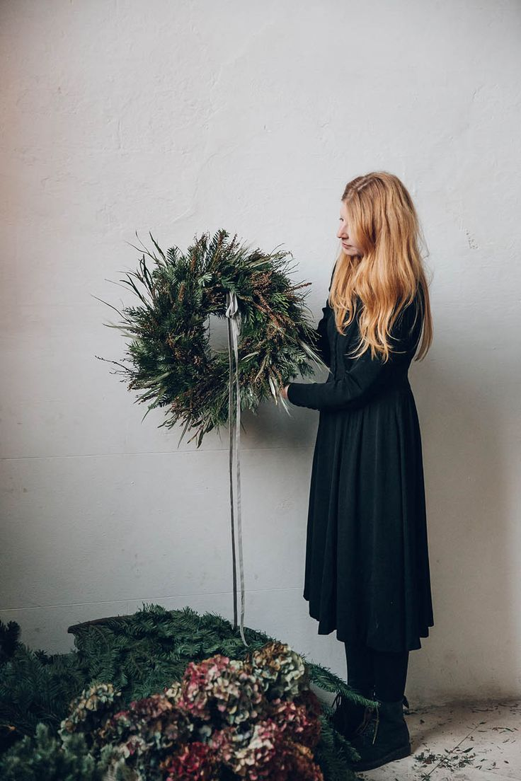 Natural Wreath How-To with Swallows and Damsons / Design*Sponge