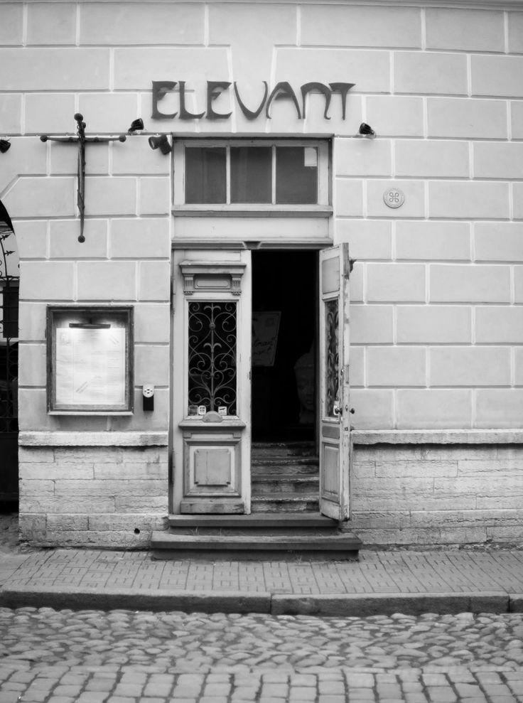 Indian restaurant Elevant is oozing Indian spicy aroma inside cozy, ocher yellow walls. #eckeröline #eckeroline #tallinn #estonia www.eckeroline.fi