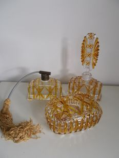 A 5 piece dressing table set - two-coloured cut glass