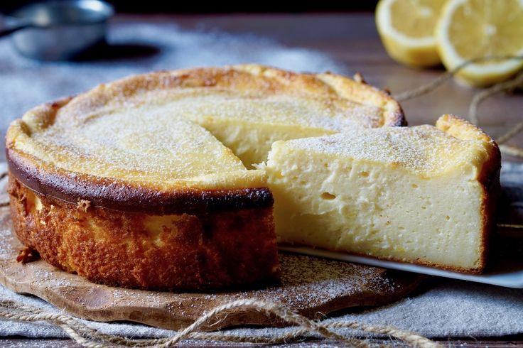 Se state cercando un dolce cremoso, facile e veloce da realizzare, il Dolce di Ricotta e Limone fa esattamente al caso vostro. Si prepara usando solamente una ciotola capiente ed un cucchiaio da cucina, niente utensili elettrici. Possiamo cuocere il Dolce di ricotta e Limone all'interno di qualunque tipo di stampo: tortiera, plumcake, muffin ecc. [...]
