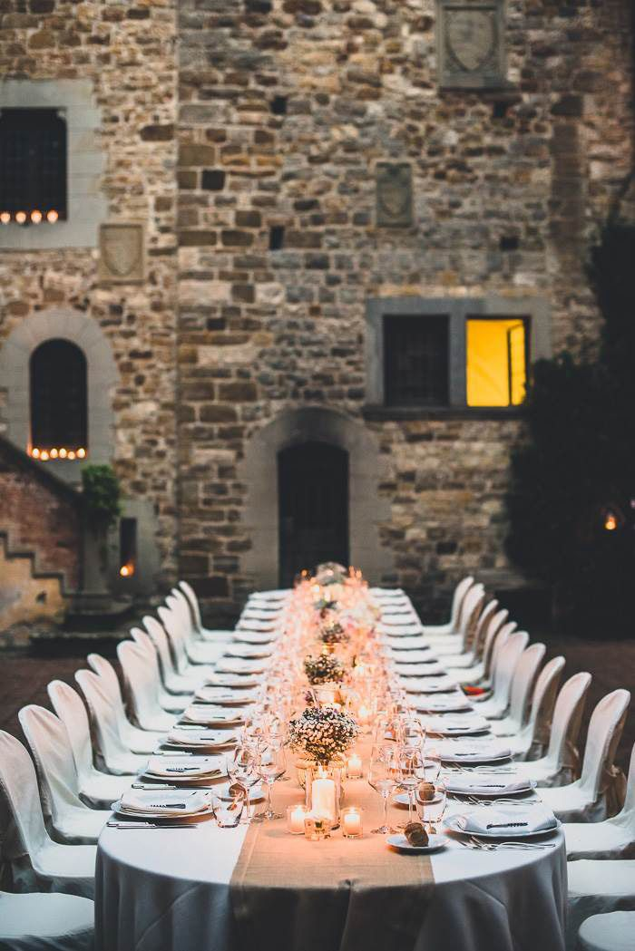Erin and Trevor's Romantic Tuscan Wedding. One long beautiful table for their 27 guests. See their gorgeous photos by Francesco Spighi here @intimateweddings.com #tablesetting #longtables. #Floraldecor by #violamalva