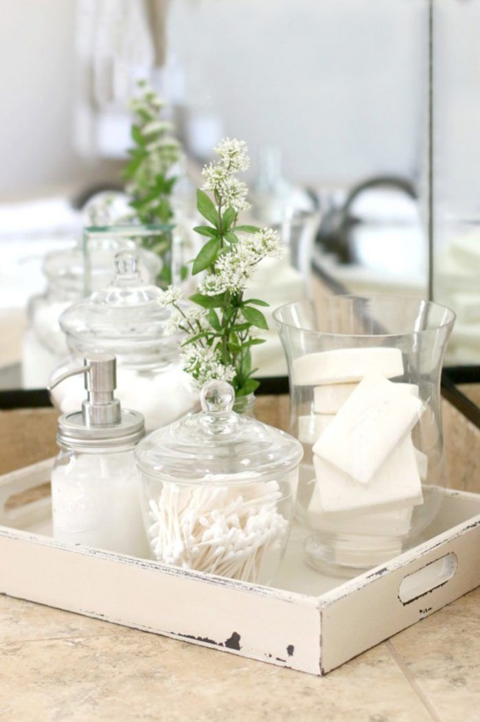Super easy French farmhouse bathroom decor.