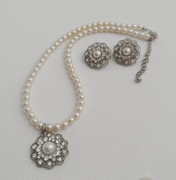 White Pearl Necklace And Earring-Wedding by AccessoriesInLove