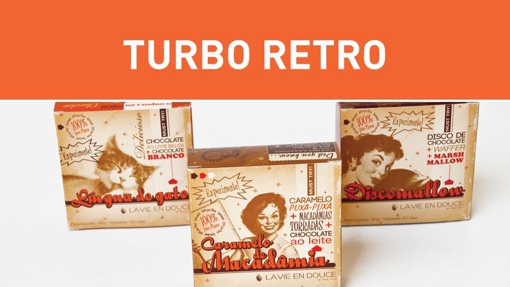 Turbo Retro to trend skupiający w sobie odmiany nostalgii za różnymi czasami. Retronowcześni konsumenci wymagają połączenia dawnej estetyki z nowoczesną technologią i funkcjonalnością. W tym trendzie znajdą się opakowania nawiązujące do różnych epok. W Polsce: trend wyraźny, o wielu przejawach (tęsknota za międzywojniem, PRL-em, powrót lat '90).   foto: www.csodesign.com.br.