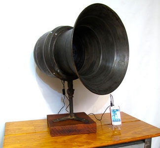 WWII Air Raid Siren Speaker for your iPhone from AustinModern//designer Chase and ScoutIpods Speakers, Loud Speakers, Raid Sirens, Austin Modern, Vintage Loud, Vintage Industrial, Speakers Retrofit, Ipods Iphone, Air Raid