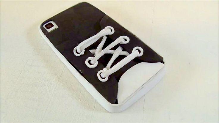 Funda para teléfono móvil en forma de zapatilla. Manualidades goma eva. DIY | Aprender manualidades es facilisimo.com