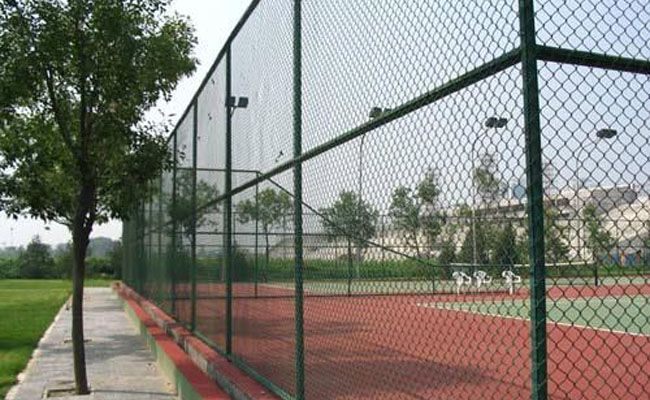 Court Fence has below features:     • Beautiful ,durable, tough, practical     • Easy to install and transport     •Low price and anti-aging     • Good ventilation and corrosion resistance     • Good  visibility with no blind spots