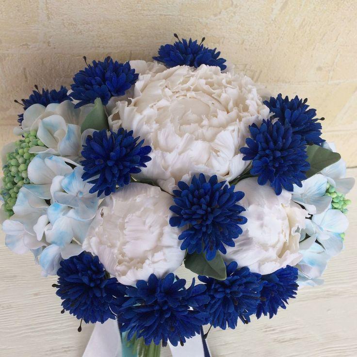 Купить или заказать Букет невесты с белыми пионами и васильками в интернет-магазине на Ярмарке Мастеров. Букет из белоснежных пионов, нежно-голубых гортензий и васильков подойдёт для стильной свадьбы в бело-синей гамме. По примете - пионы в свадебном букете - к счастливой жизни. Наверное, поэтому очень многое невесты выбирают для свадебного букета именно эти ароматные цветы. А пионы из японской полимерной глины цветут круглый год и подойдут для свадьбы в любом сезоне.