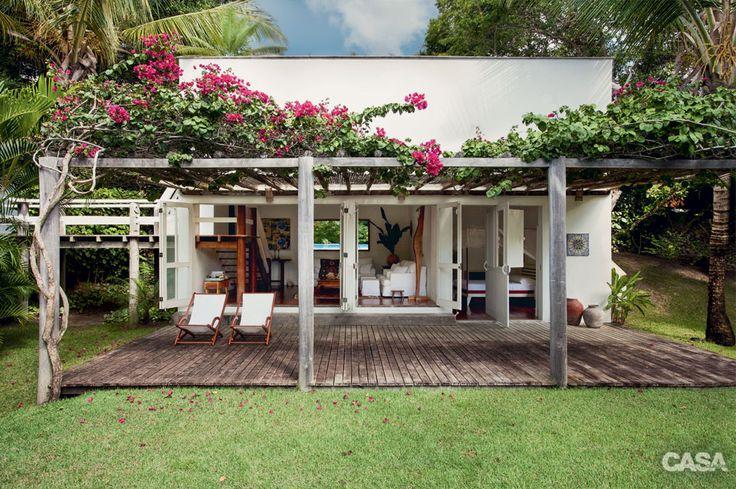 Arquiteta compra casa do vizinho em Trancoso para ganhar área de lazer - Casa